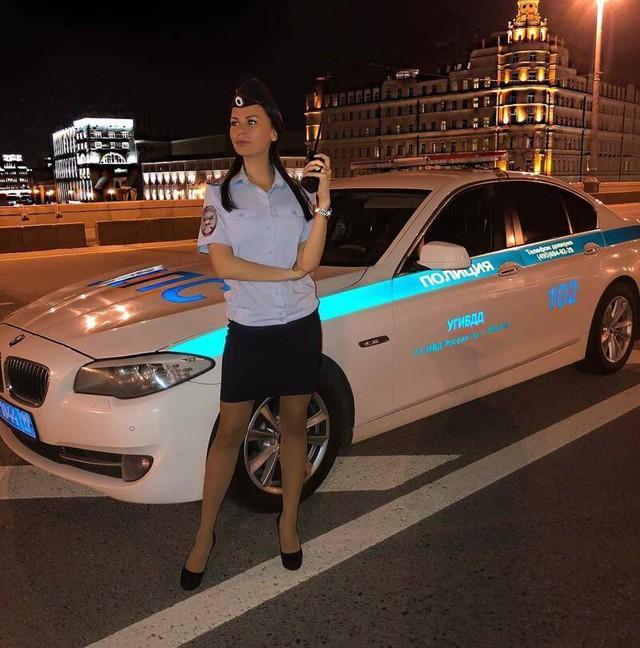 Bộ ảnh nữ cảnh sát giao thông Nga xinh đẹp khiến mọi nam tài xế đều mê mẩn ngắm nhìn - Ảnh 15.