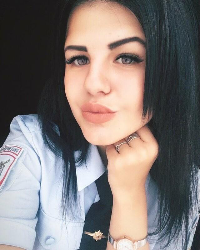Bộ ảnh nữ cảnh sát giao thông Nga xinh đẹp khiến mọi nam tài xế đều mê mẩn ngắm nhìn - Ảnh 3.