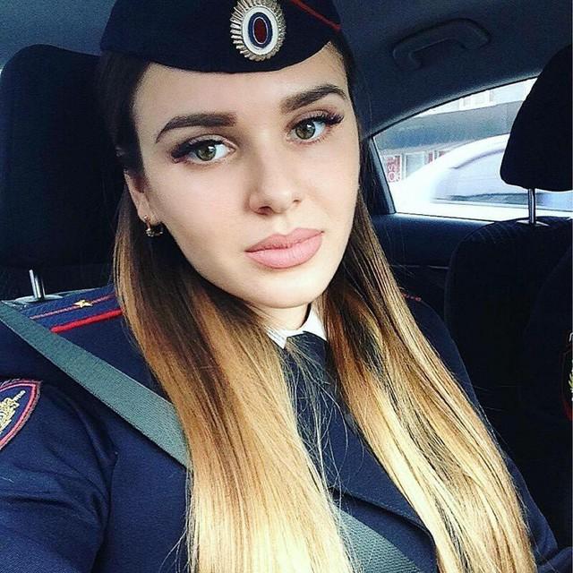 Bộ ảnh nữ cảnh sát giao thông Nga xinh đẹp khiến mọi nam tài xế đều mê mẩn ngắm nhìn - Ảnh 6.