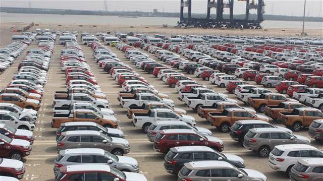 Còn hơn 1.800 xe ô tô nhập khẩu tại cảng Hiệp Phước