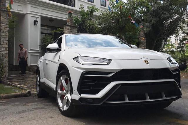 Những mẫu xe đắt nhất cho thấy độ chơi của đại gia Việt năm 2018 - Ảnh 5.