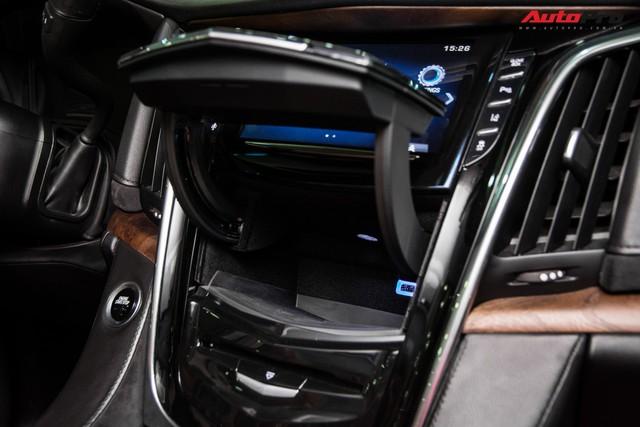 Khủng long Cadillac Escalade ESV chạy hơn 18.000 km giá 5,3 tỷ đồng - ngang giá Mercedes-Benz GLS400 mới cho chồng cộng Toyota Yaris cho vợ - Ảnh 14.