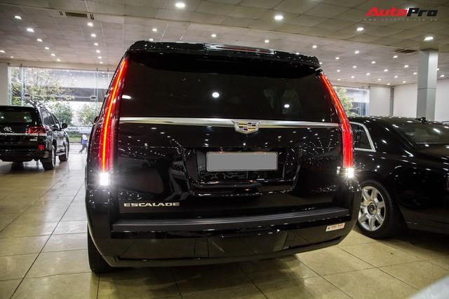 Khủng long Cadillac Escalade ESV chạy hơn 18.000 km giá 5,3 tỷ đồng - ngang giá Mercedes-Benz GLS400 mới cho chồng cộng Toyota Yaris cho vợ - Ảnh 3.