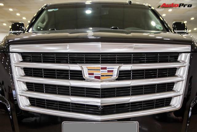 Khủng long Cadillac Escalade ESV chạy hơn 18.000 km giá 5,3 tỷ đồng - ngang giá Mercedes-Benz GLS400 mới cho chồng cộng Toyota Yaris cho vợ - Ảnh 8.