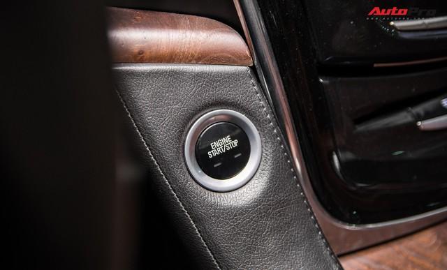 Khủng long Cadillac Escalade ESV chạy hơn 18.000 km giá 5,3 tỷ đồng - ngang giá Mercedes-Benz GLS400 mới cho chồng cộng Toyota Yaris cho vợ - Ảnh 13.