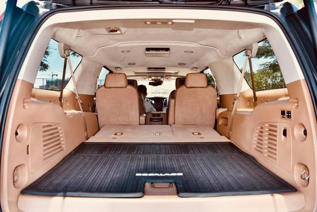 Khủng long Cadillac Escalade ESV chạy hơn 18.000 km giá 5,3 tỷ đồng - ngang giá Mercedes-Benz GLS400 mới cho chồng cộng Toyota Yaris cho vợ - Ảnh 18.