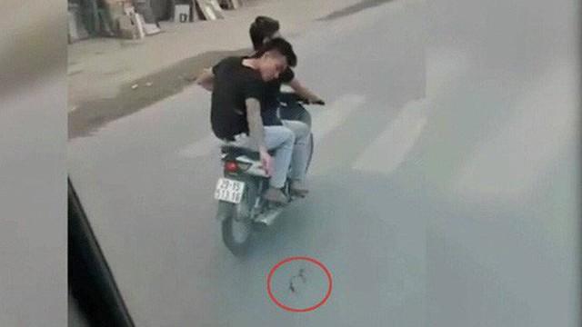 Công an tạm giữ hành chính 2 thanh niên đi xe máy rải đinh trước đầu ô tô ở Hà Nội