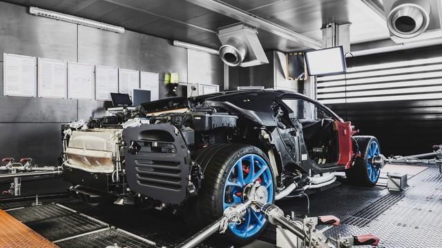 Cùng Shmee150 khám phá nhà máy sản xuất siêu xe Bugatti Chiron - Ảnh 15.