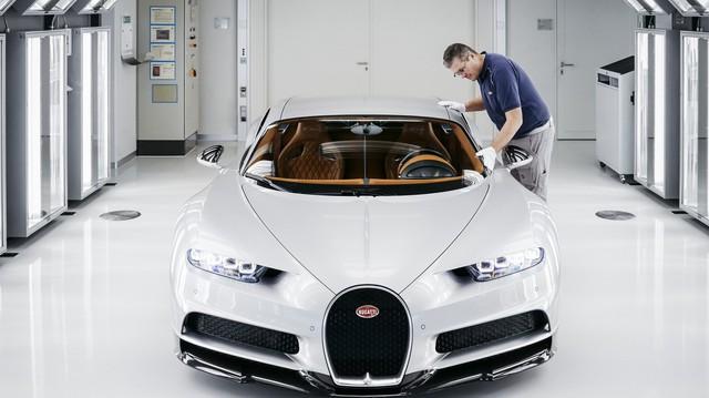 Cùng Shmee150 khám phá nhà máy sản xuất siêu xe Bugatti Chiron