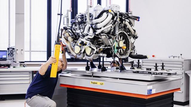 Cùng Shmee150 khám phá nhà máy sản xuất siêu xe Bugatti Chiron - Ảnh 12.
