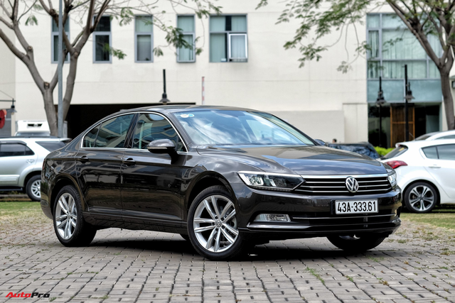 Cạnh tranh Toyota Camry và Mazda6, Volkswagen Passat giảm giá 40 triệu đồng tại Việt Nam - Ảnh 1.