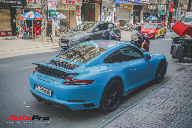 Porsche 911 Carrera GTS màu xanh dương độc đáo của dân chơi Sài Thành - Ảnh 4.
