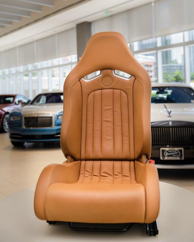 Bộ nội thất Bugatti Veyron 10 năm tuổi này có giá đắt ngang nhiều siêu xe có tiếng - Ảnh 3.