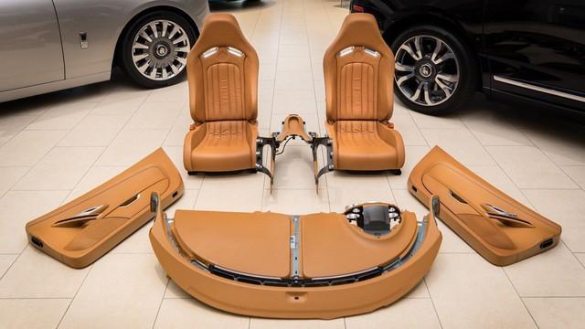 Bộ nội thất Bugatti Veyron 10 năm tuổi này có giá đắt ngang nhiều siêu xe có tiếng - Ảnh 1.