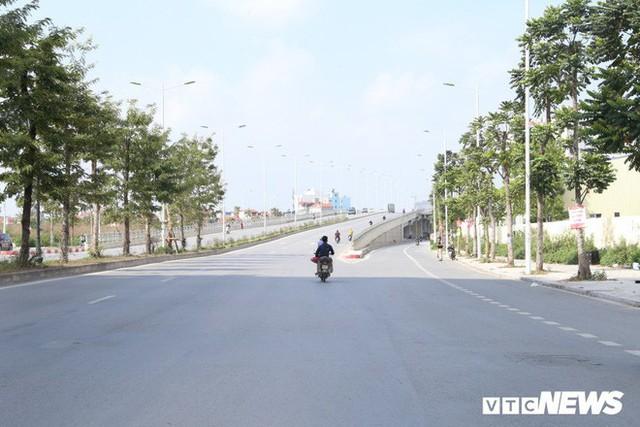 Ảnh: Cận cảnh phố 8 làn xe ở Hà Nội mang tên nhà tư sản Trịnh Văn Bô - Ảnh 1.