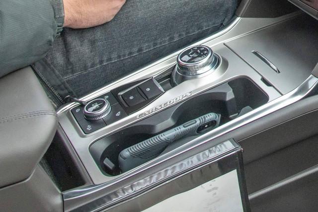 Ford Explorer 2020 lộ nội thất không che chắn: Bỏ cần số, thay bằng núm xoay như Land Rover - Ảnh 4.