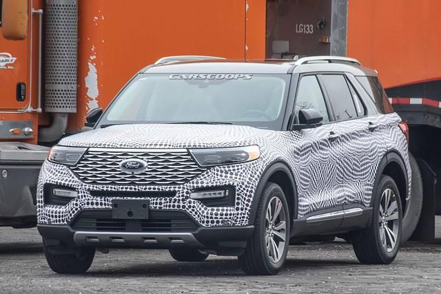 Ford Explorer 2020 lộ nội thất không che chắn: Bỏ cần số, thay bằng núm xoay như Land Rover - Ảnh 1.