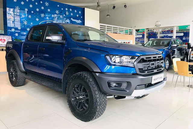 """Ford Ranger bán chạy kỷ lục, bản Raptor hút khách bất chấp kèm """"lạc"""" cả trăm triệu đồng - Ảnh 1."""