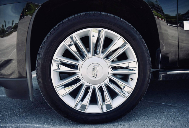 Cadillac Escalade ESV Platinum 30.000 km rao bán với giá hơn 6 tỷ đồng - Ảnh 3.