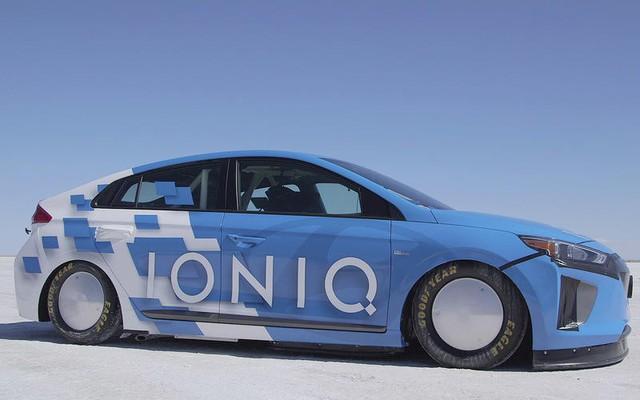 Những chiếc xe nhanh nhất thế giới theo tiêu chí dị - Bugatti cũng phải chào thua - Ảnh 3.
