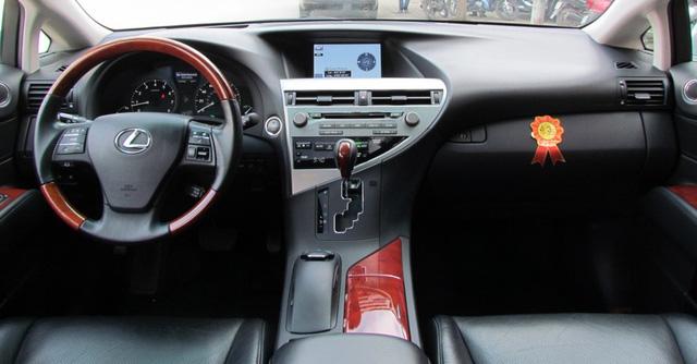 SUV hạng sang Lexus RX350 đi 7 năm bán lại vẫn gần 2 tỷ đồng - Ảnh 3.