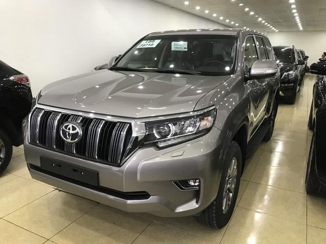 """""""Cháy hàng"""" chính hãng, Toyota Prado 2018 bị tuồn ra đại lý tư nhân - Ảnh 1."""
