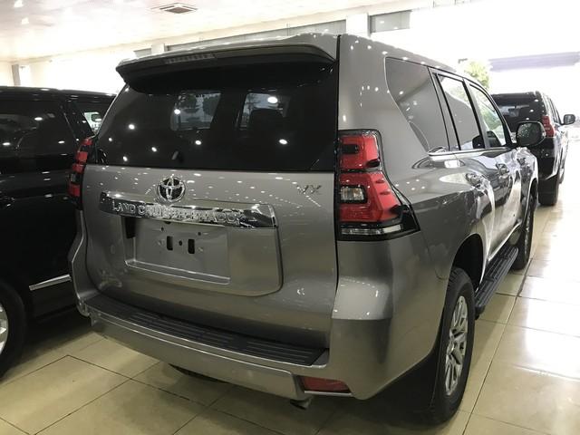 """""""Cháy hàng"""" chính hãng, Toyota Prado 2018 bị tuồn ra đại lý tư nhân - Ảnh 3."""