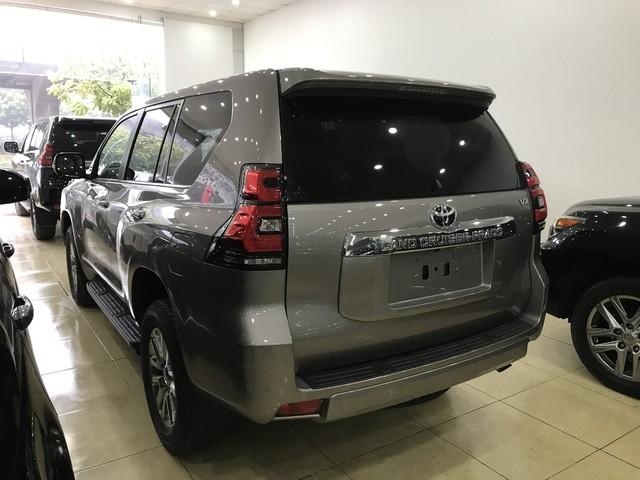 """""""Cháy hàng"""" chính hãng, Toyota Prado 2018 bị tuồn ra đại lý tư nhân - Ảnh 5."""