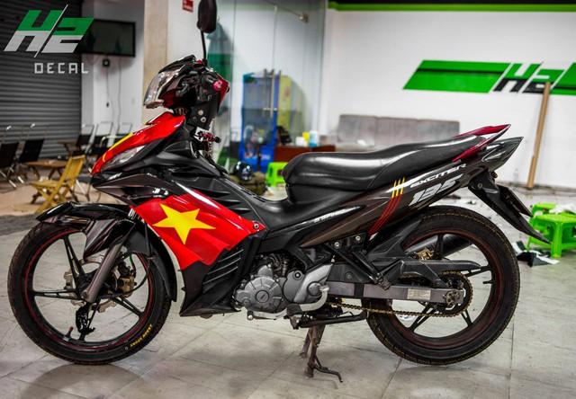 BMW S1000RR lên tem cờ đỏ sao vàng cổ vũ U23 Việt Nam đá bán kết - Ảnh 5.