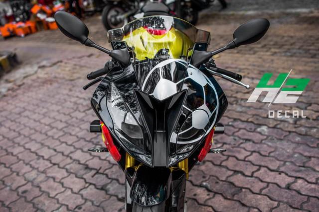 BMW S1000RR lên tem cờ đỏ sao vàng cổ vũ U23 Việt Nam đá bán kết - Ảnh 4.