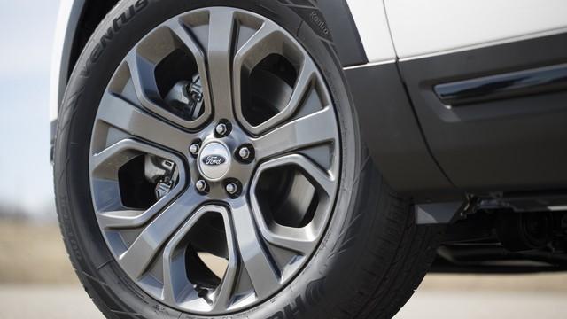 Hé lộ Ford Explorer 2020: Dẫn động cầu sau với động cơ mạnh mẽ hơn - Ảnh 3.