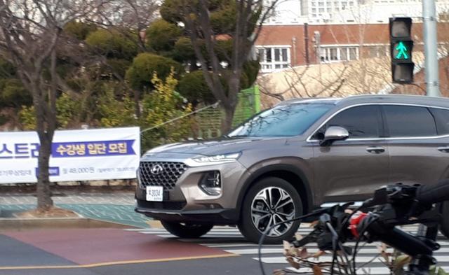 Không chỉ thay đổi thiết kế, Hyundai Santa Fe 2019 còn có nhiều công nghệ mới hơn hẳn trước đây - Ảnh 4.
