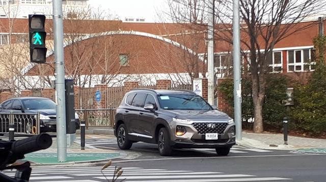 Không chỉ thay đổi thiết kế, Hyundai Santa Fe 2019 còn có nhiều công nghệ mới hơn hẳn trước đây - Ảnh 3.