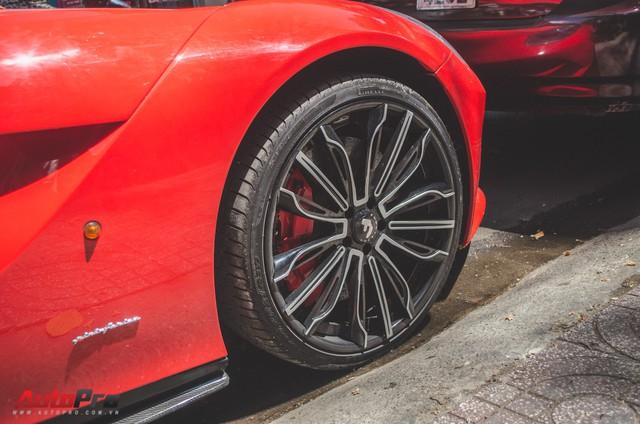 Bộ đôi siêu xe Ferrari làm đẹp đón Tết tại Sài Gòn - Ảnh 6.
