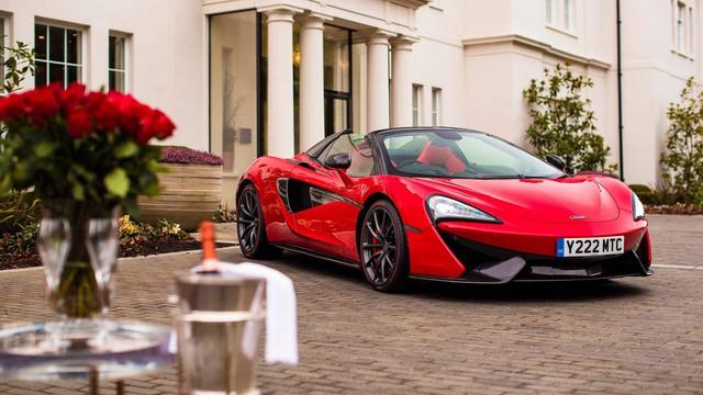 Soái ca tặng siêu xe McLaren cho bạn gái trong ngày Valentine - Ảnh 1.
