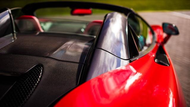Soái ca tặng siêu xe McLaren cho bạn gái trong ngày Valentine - Ảnh 5.