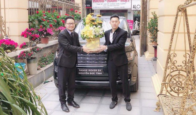 Đại gia Lào Cai nhận xe Range Rover SVAutobiography 20 tỷ chính hãng chơi Tết - Ảnh 1.