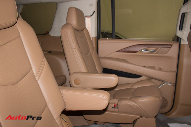 Cadillac Escalade ESV Platinum đi 8.000km bán lại được bao nhiêu? - Ảnh 26.