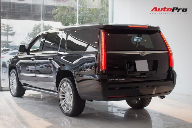 Cadillac Escalade ESV Platinum đi 8.000km bán lại được bao nhiêu? - Ảnh 2.