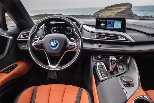 BMW i8 Roadster sẽ đến tay khách hàng vào tháng 3 với giá từ 164.295 USD - Ảnh 2.