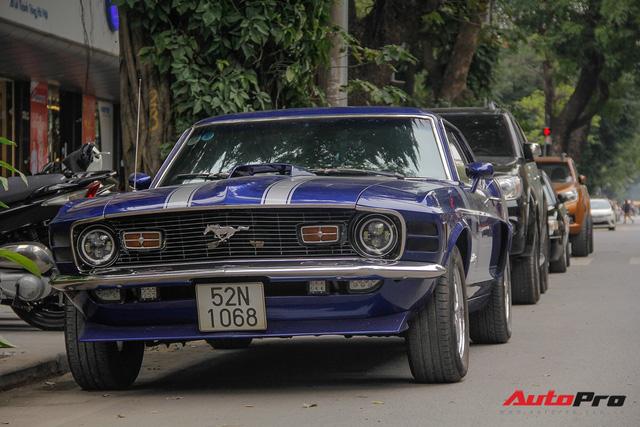 Huyền thoại Ford Mustang Fastback 1967 xuất hiện trên phố Hà Nội - Ảnh 1.