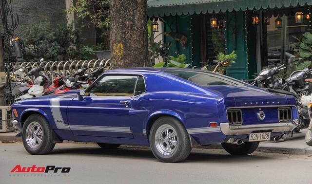 Huyền thoại Ford Mustang Fastback 1967 xuất hiện trên phố Hà Nội - Ảnh 2.