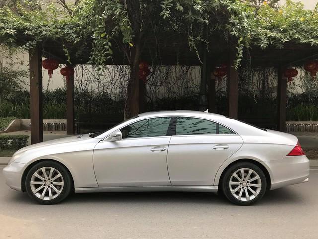 Mercedes-Benz CLS300 2010 đi hơn 51.000km bán lại giá hơn 800 triệu đồng - Ảnh 1.