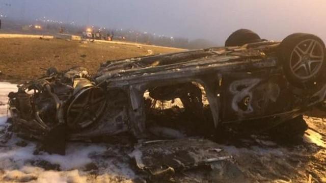 Va chạm và lật ngửa, Mercedes-AMG S63 cháy rụi tại Hải Phòng