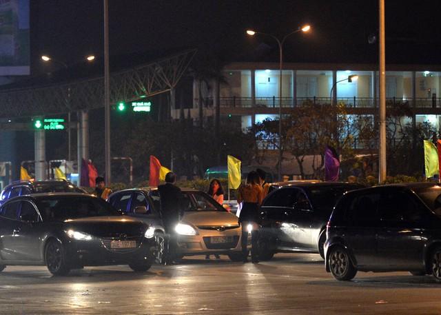 Giao thông Hà Nội nhanh chóng tấp nập trở lại sau những ngày đầu của kì nghỉ Tết - Ảnh 15.