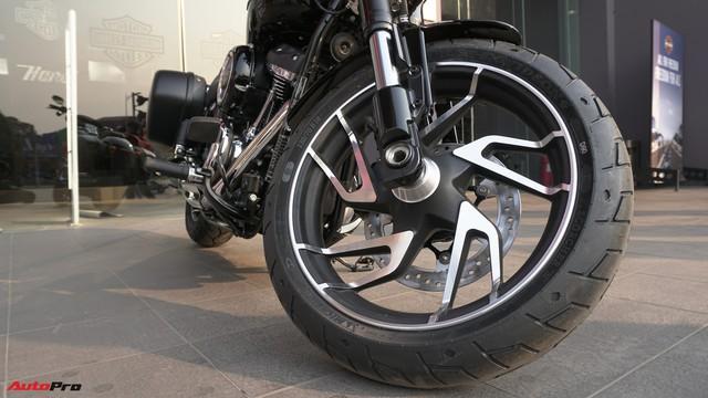 [Video] Cận cảnh Harley-Davidson Sport Glide chính hãng đầu tiên tại Hà Nội - Ảnh 14.