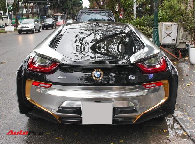 BMW i8 dán decal đổi màu chrome bạc nổi bật trên phố Hà Nội - Ảnh 4.