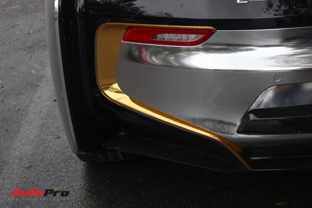 BMW i8 dán decal đổi màu chrome bạc nổi bật trên phố Hà Nội - Ảnh 12.