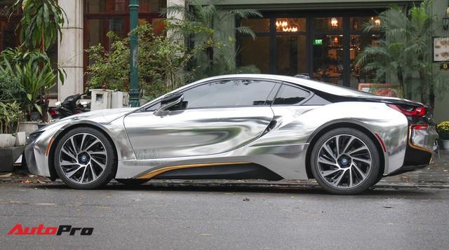 BMW i8 dán decal đổi màu chrome bạc nổi bật trên phố Hà Nội - Ảnh 9.