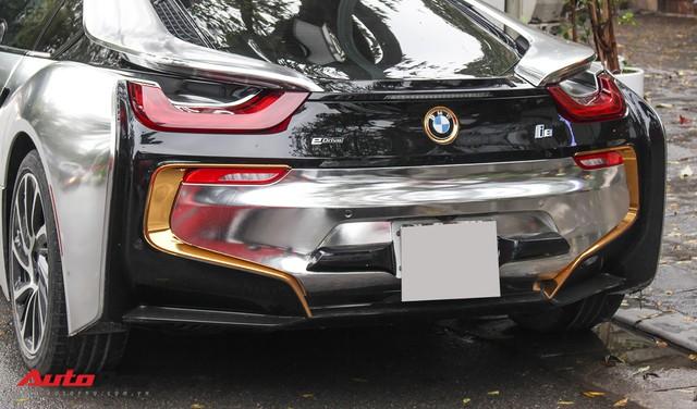 BMW i8 dán decal đổi màu chrome bạc nổi bật trên phố Hà Nội - Ảnh 5.